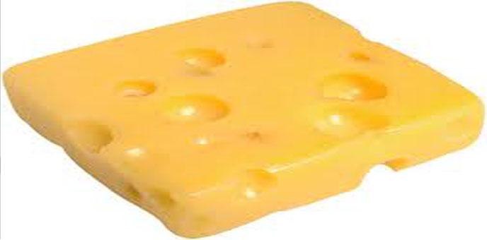 ما هو سبب وجود الثقوب في بعض أنواع الجبنة؟؟؟؟