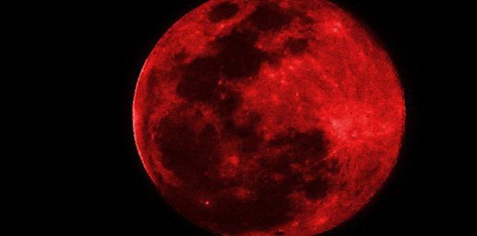 العالم على موعد مع القمر الدامي الليلة
